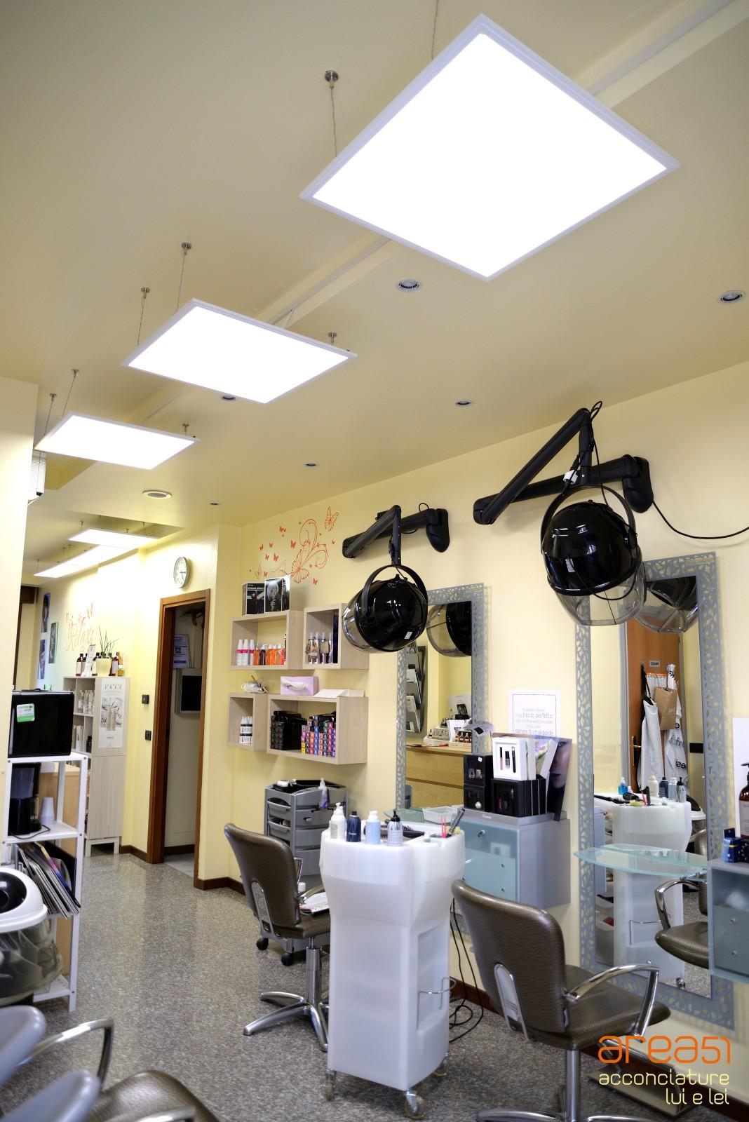 Salone parrucchiera Area 51 impianto LED